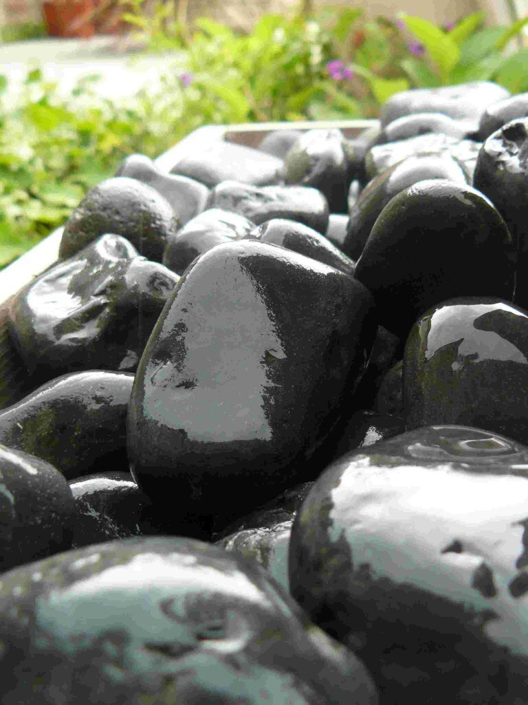 Buy Foras Black River Sandstone Pebbles 25kg Bag